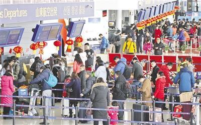 王一博以前在钱枫旁边【新春走基层】烟台机场旅客年吞吐量过千万